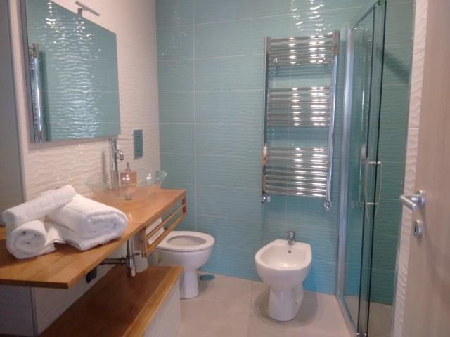 bagno con doccia monolocale